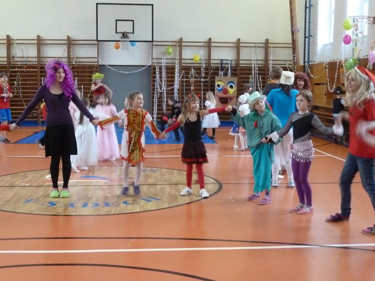 Vánoční karneval 1. - 3.tříd