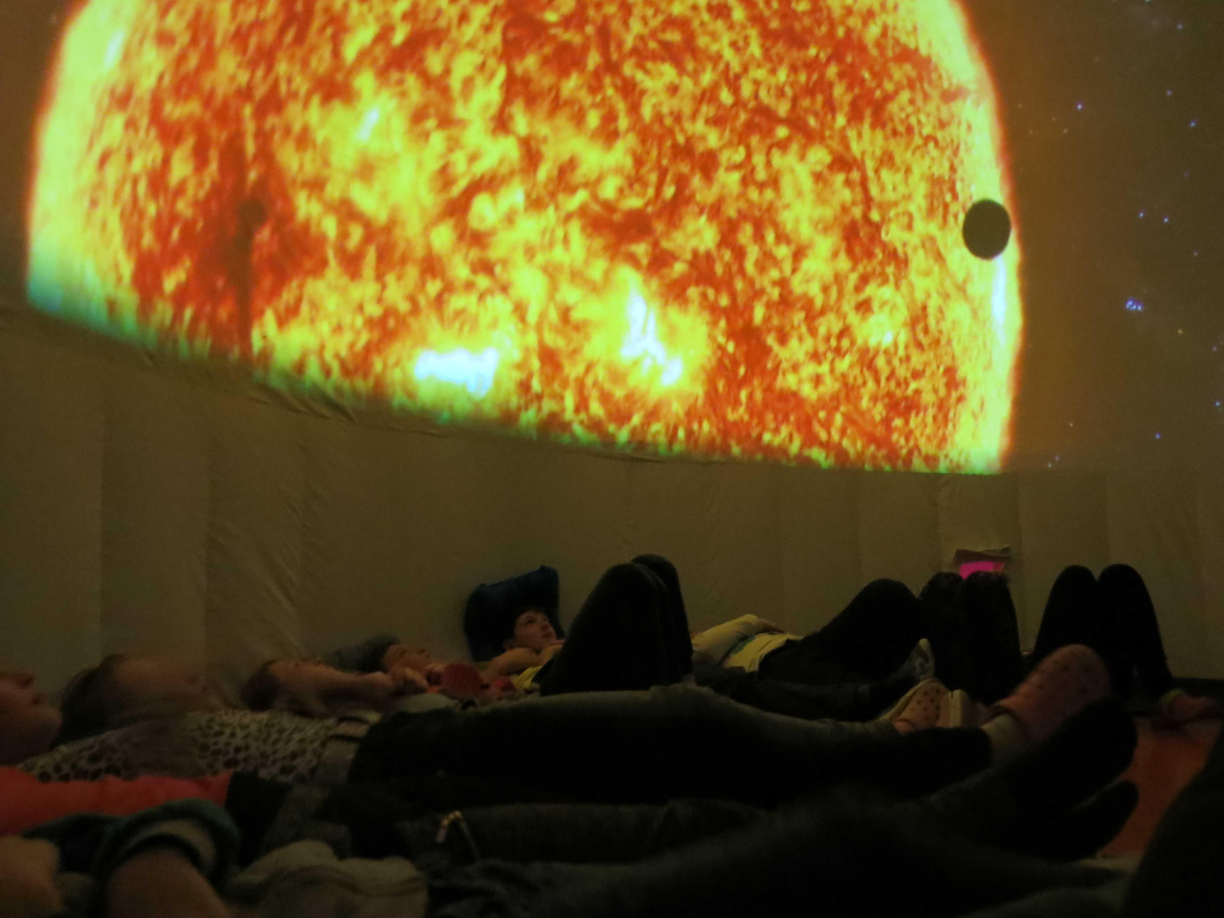 Mobilní planetárium na ZŠ V Sadech