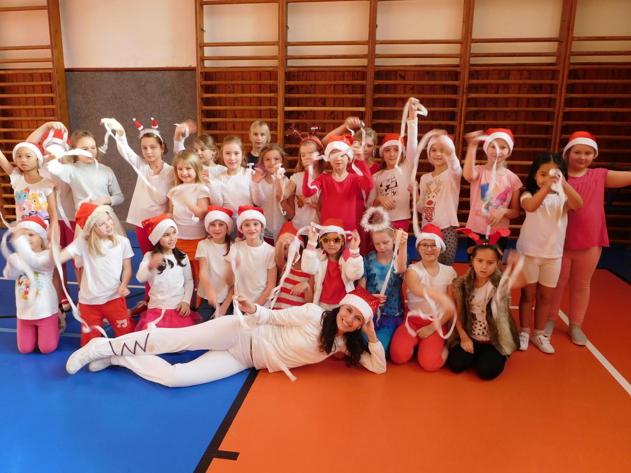 Vánoční aerobik pro naše druháčky
