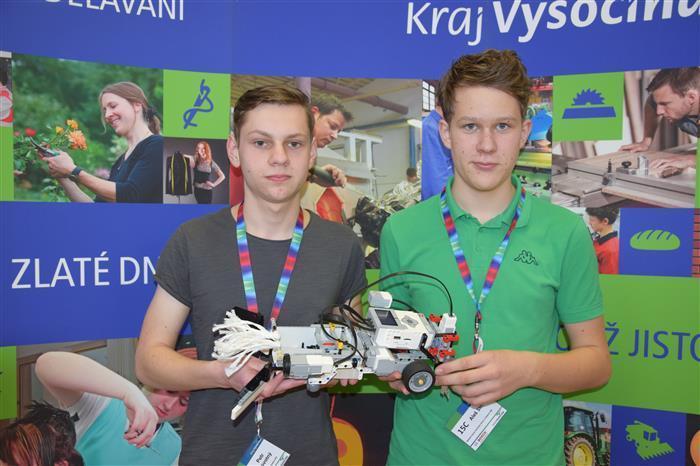Vítězství kluků z 9. A v soutěži LEGO Robot